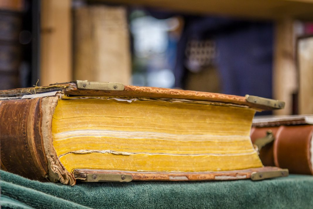 Why Do Book Pages Turn Yellow Gradually?