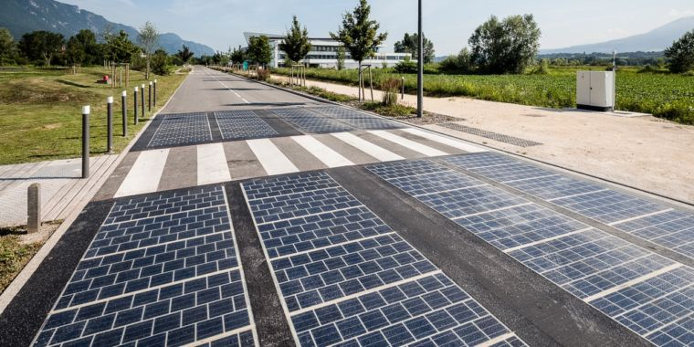 Photovoltaic panel changed tarmac on a freeway. Here are the outcomes.
