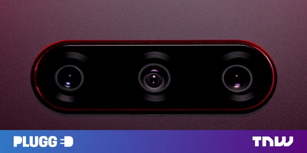The LG V40's 5 electronic cameras consist of both super-wide and telephoto lenses