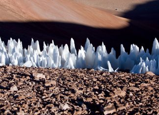 Spiky ice spires might stud the equator of Jupiter's moon Europa