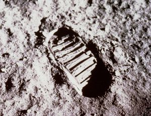 Apollo 11 celebratory coin puts its finest moon foot forward