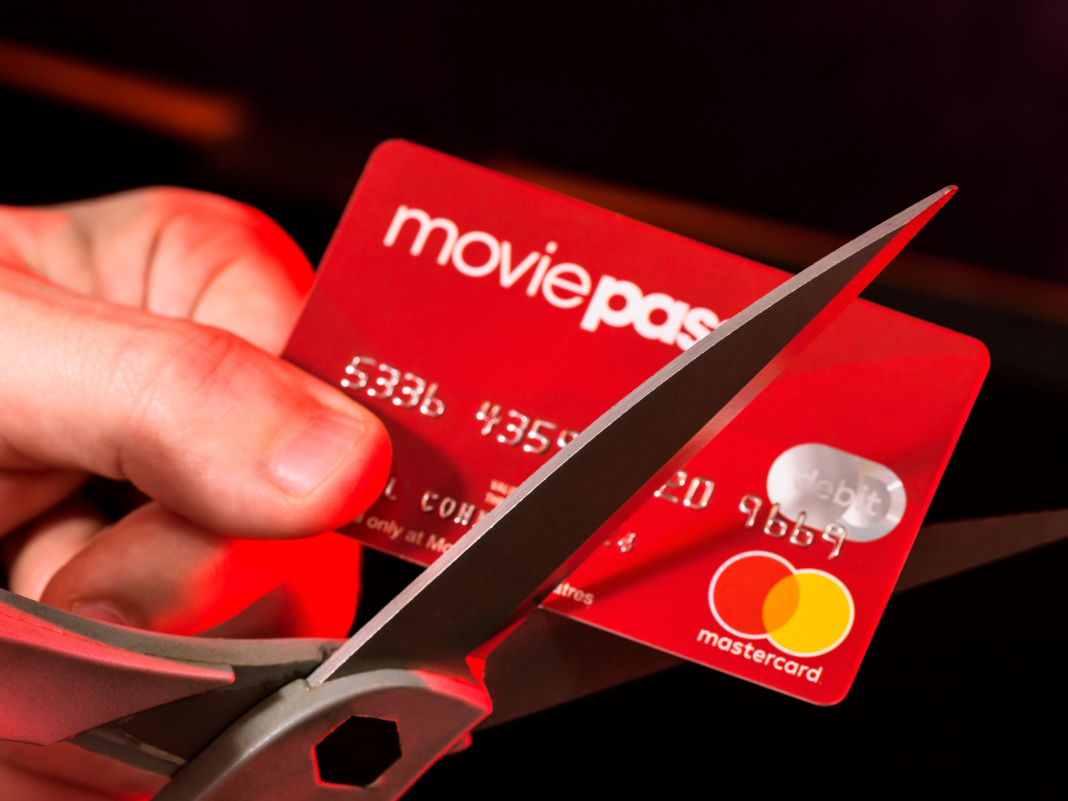 The moms and dad business of MoviePass simply offered another indicator that investors are balking at its strategy to reverse split its stock (HMNY)