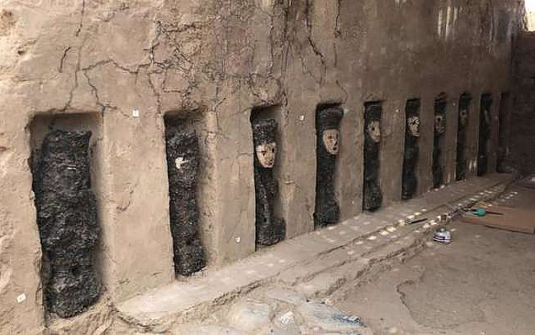 750- Year-Old Wood Idols, Some Using Masks, Discovered in Peru