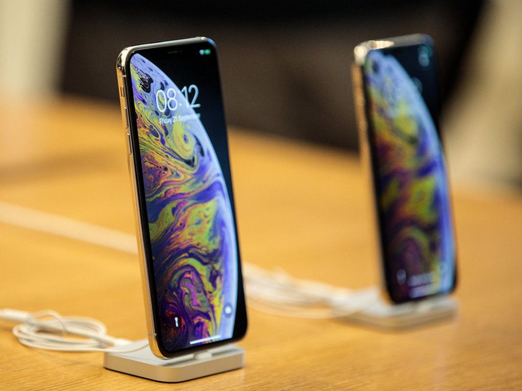 Here's how Apple's brand-new $1,000 iPhone XS compares to in 2015's iPhone X (AAPL)