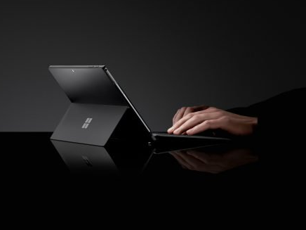 Microsoft's brand-new Surface area Pro 6 is the very best hybrid laptop computer you can purchase– however there's a catch that's an offer breaker for some individuals