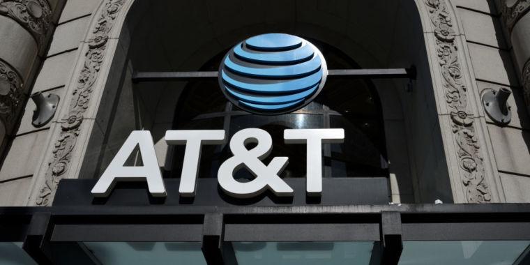 AT&T steps up copyright enforcement, kicks clients off network
