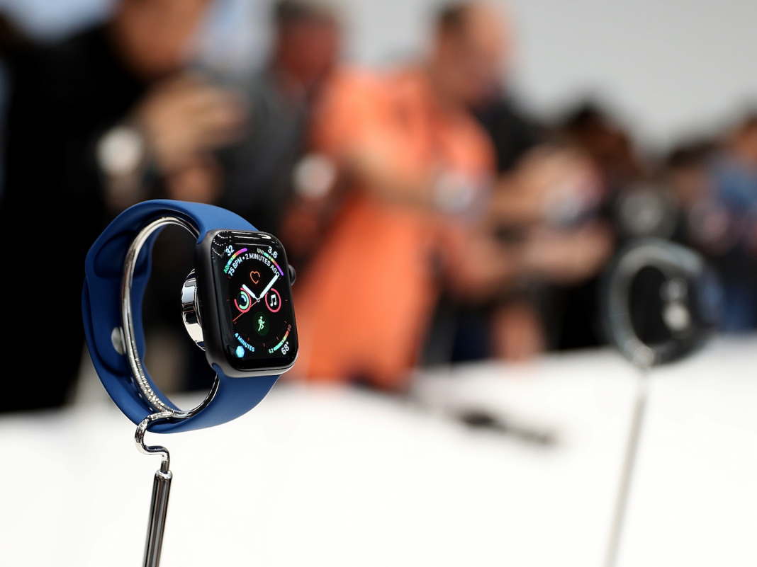Here's how the brand-new $400 Apple Watch Series 4 compares to in 2015's design, the Apple Watch Series 3 (AAPL)