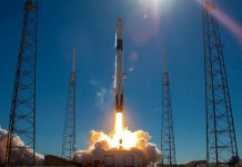 SpaceX Is Apparently Raising $500 Million To Go To The Moon And Beyond
