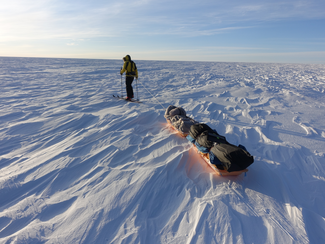 A 33- year-old American simply ended up being the very first individual to cross Antarctica alone and unaided. He endured on oatmeal, freeze-dried meals, and energy bars.