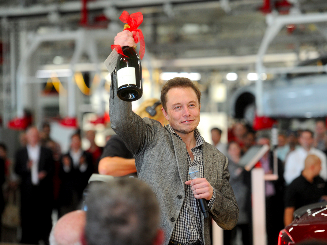 Elon Musk deserves about $23 billion and has actually never ever taken an income from Tesla– here's how the well-known workaholic and dad of 5 makes and invests his fortune