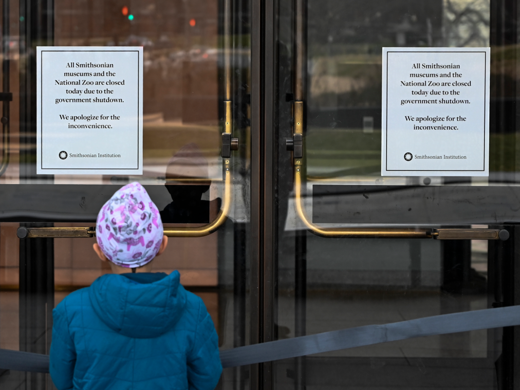 Dismal pictures reveal closed Washington, DC monoliths and tourist attractions as the federal government shutdown continues