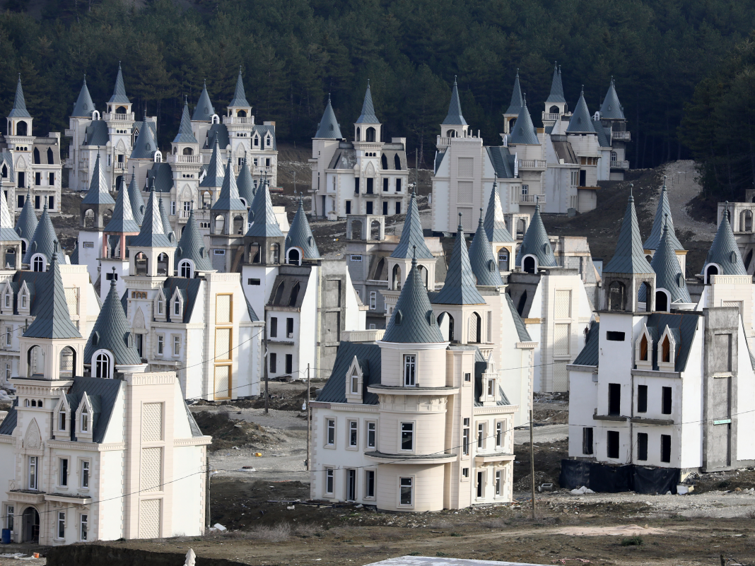 There's a $200 million deserted town of Disney-like castles in Turkey. Have a look within.