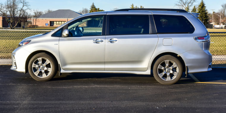 Evaluation: Toyota Sienna minivan blends the strong with the below average