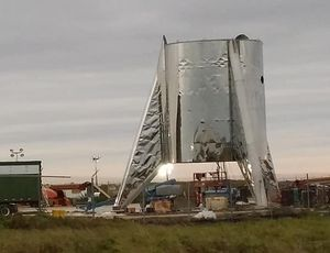 SpaceX Starship test rocket fractured by intense winds