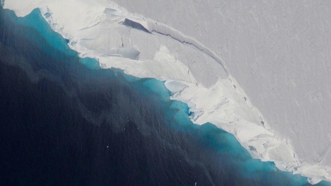 Giant Space Hidden Under Antarctica's Ice Threatens Vast Glacier
