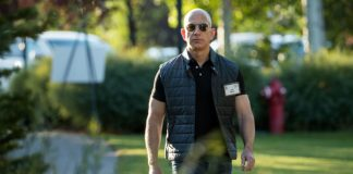 "Report: Bezos-hired sleuth thinks sexts taken by ""federal government entity"""