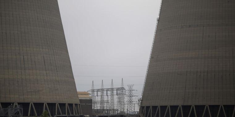 TVA board votes to close coal plants regardless of Trump tweet