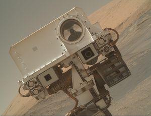 NASA Mars rover Interest missteps, takes a break from science