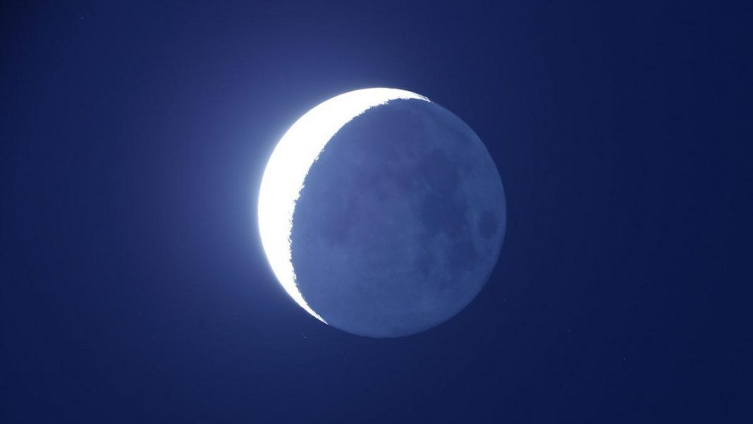 Precisely When To See 'Earthshine' On Friday And Saturday As Moon Passes Near To A Super-Bright Venus
