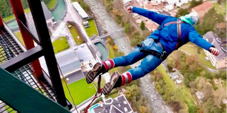 This is your brain on bungee leaping: Cliff scuba divers take the leap for science