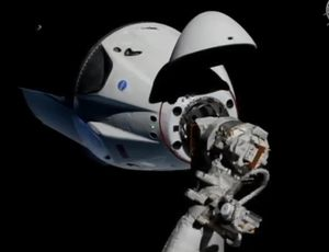 See SpaceX's Team Dragon pill dock at ISS for the very first time video