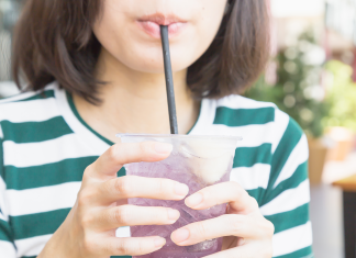 An edible straw made from seaweed might quickly change contaminating plastic straws