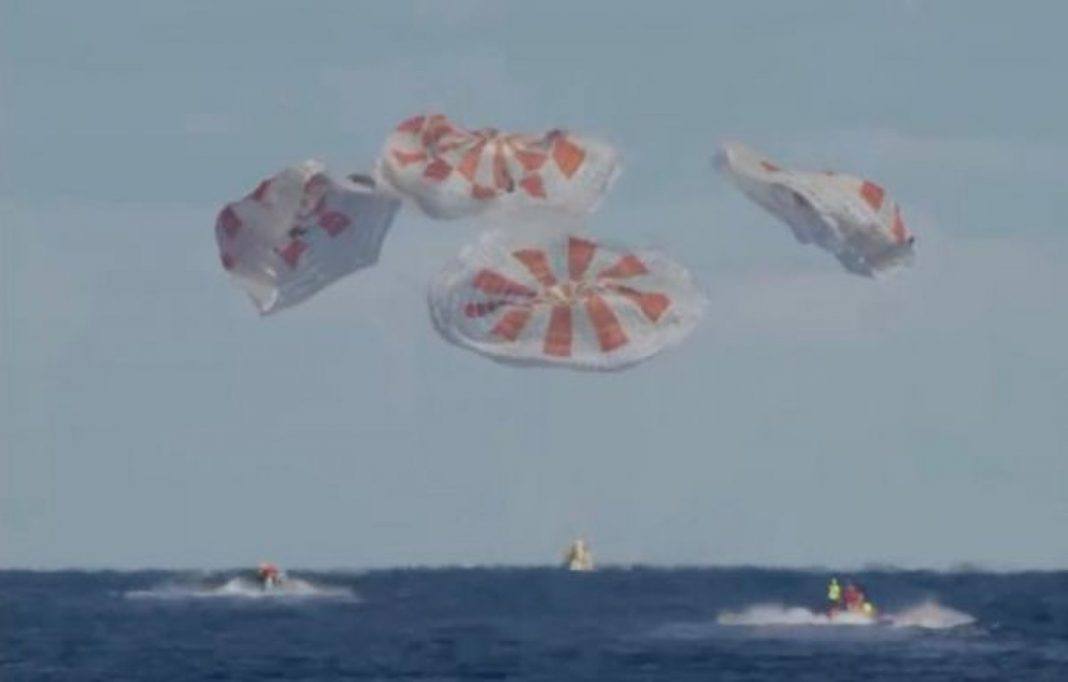 SpaceX Team Dragon Splashes Down in Atlantic to Cap Historic Test Flight