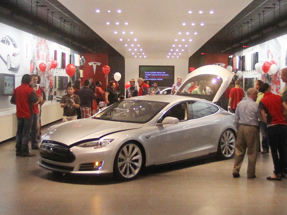 Tesla struck the brakes on its shop closure strategy, saving a lot of the outlets it guaranteed to close simply 2 weeks ago