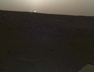 NASA's Insight lander snaps ghostly, hazy Mars sundown