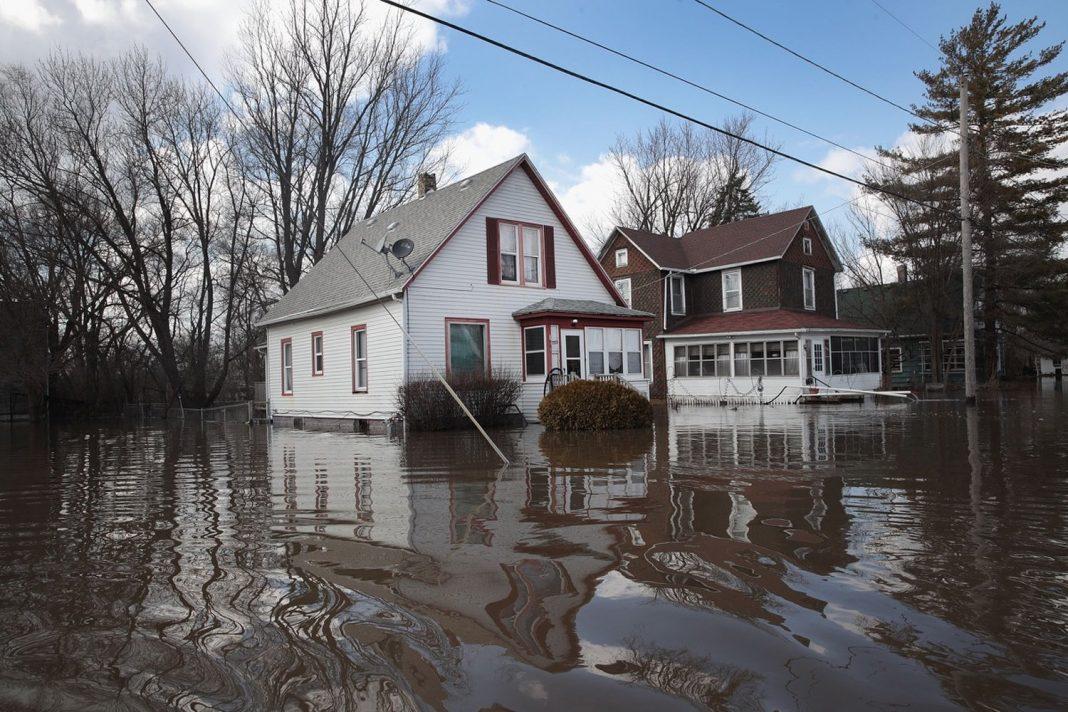 What lags the Huge Midwestern Floods: 2 Huge Waves of Water