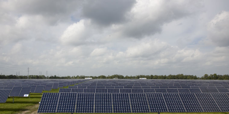 Florida energy to close gas plants, develop huge solar-powered battery
