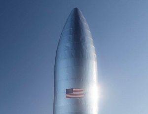 Elon Musk: SpaceX Starhopper takes off (a bit)