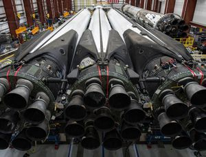 SpaceX hold-ups Falcon Heavy's very first business launch