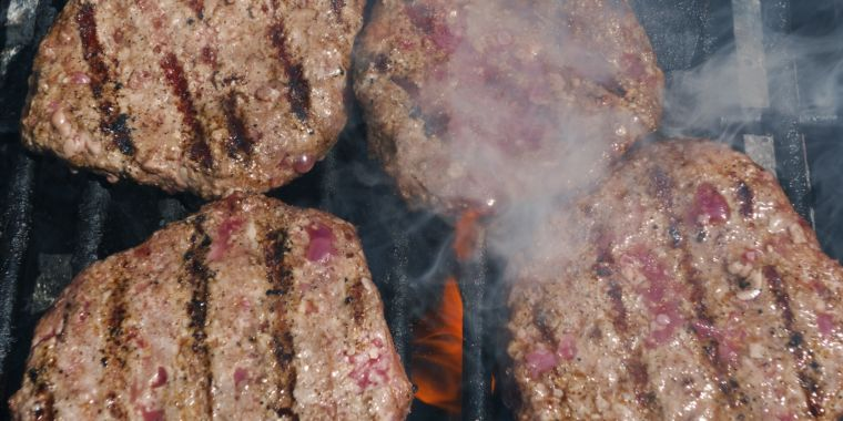 Prepare your hamburgers well this weekend: Beef connected to enormous E. coli break out