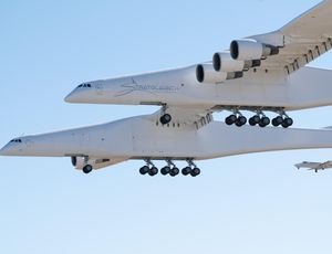 Stratolaunch, world's biggest plane, flies for very first time