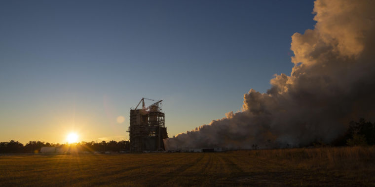 """NASA will perform SLS green run test, """"no certainty"""" in launch date"""