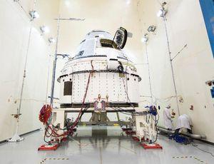 Boeing displays Starliner parachute test after SpaceX missteps