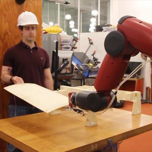 Control this robotic by bending your muscles video
