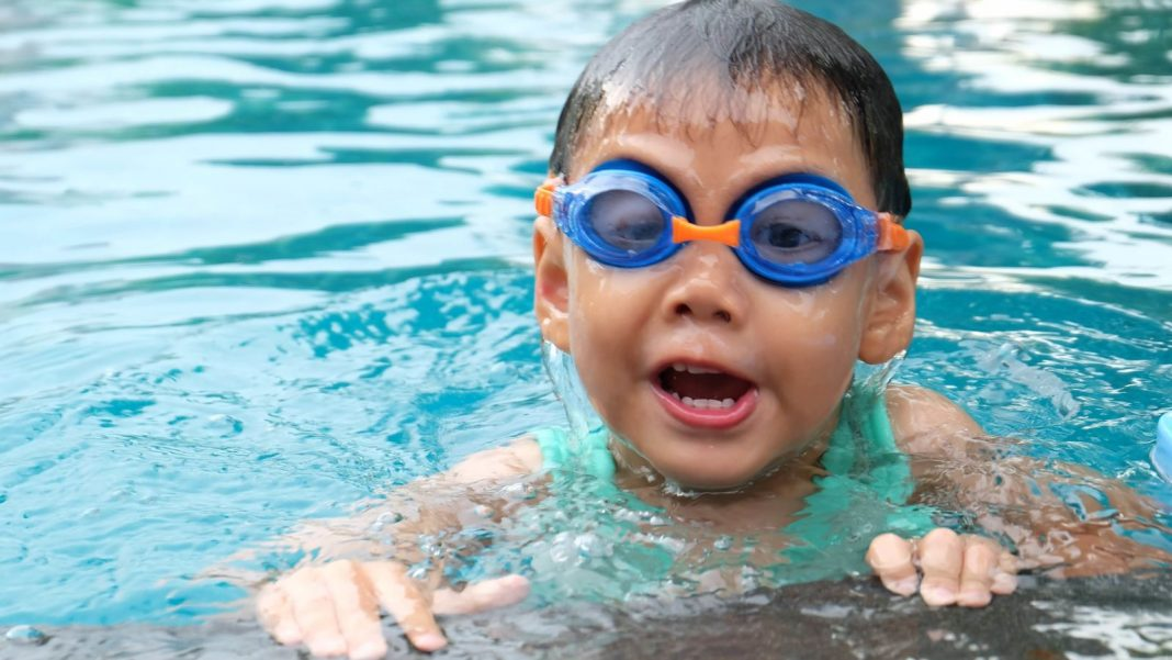 Start Mentor Your Kids to Swim at Age 1, According to the AAP