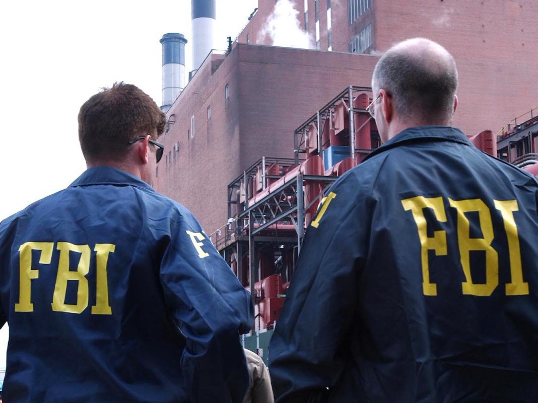 A popular tech press reporter was charged by the FBI in connection with trying to get sex with minors, according to a report