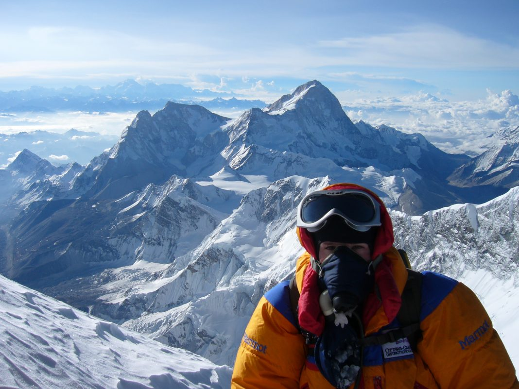 What it's truly like to climb up Everest, according to 10 individuals who have actually done it