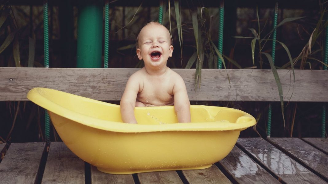 Usage Your Infant Bath Tub as a Child Swimming Pool