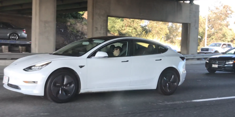 Individuals keep identifying Teslas with snoozing chauffeurs on the highway