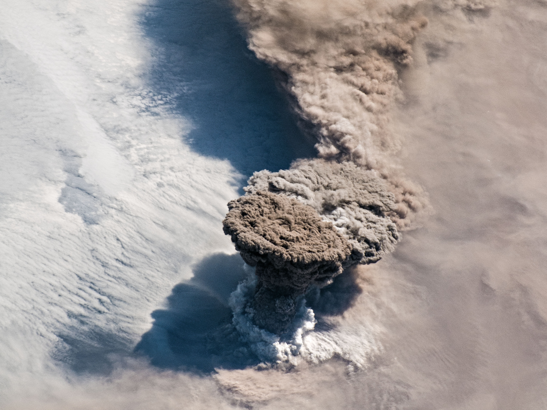Astronauts in area photographed a huge volcano appearing in the Pacific Ocean