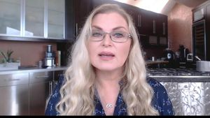 Here's how hereditary genealogist CeCe Moore discovers prospective criminal suspects video