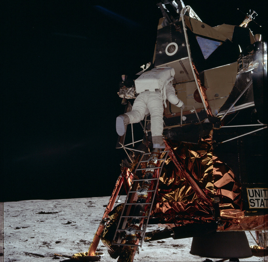 These 6 Mishaps Almost Thwarted Apollo 11's Objective to the Moon