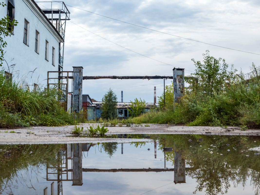 A deserted chemical plant in Russia might trigger a Chernobyl-style ecological catastrophe. Have a look within.