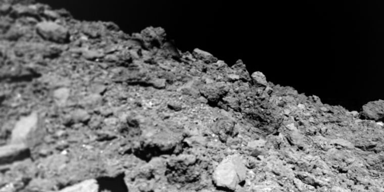 Tiny robotic discovers an asteroid that's freakishly without dust