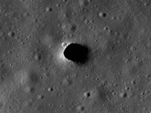 NASA Moon Scuba diver checks out ancient Hawaiian lava pits