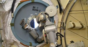 Russian ISS robotic Fedor sell weapon in the world for electrical drill in area